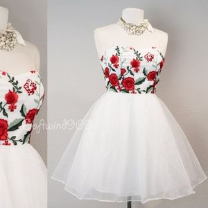 Floral Embroidered Tulle Ballerina Strapless Dress